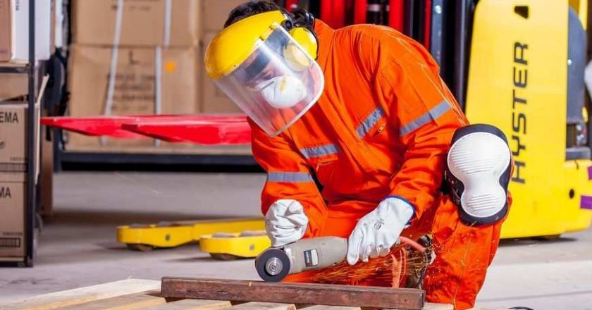 Odzież robocza oraz środki ochrony indywidualnej