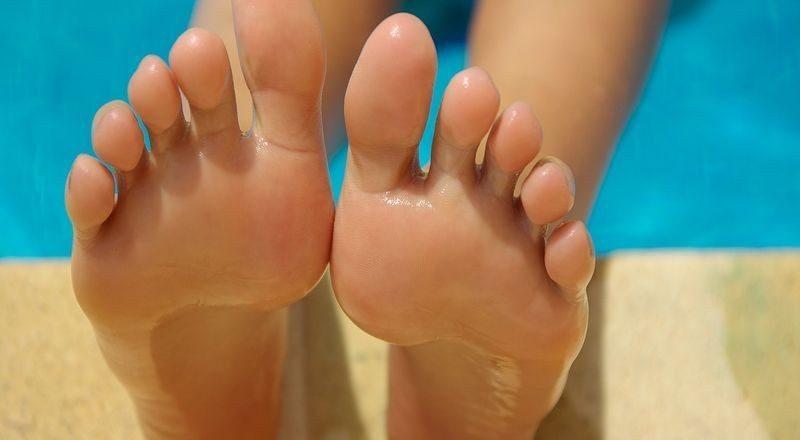 Haluksy na stopach